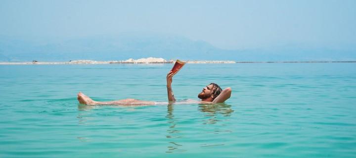 Les Français et les livres, inséparables même en vacances