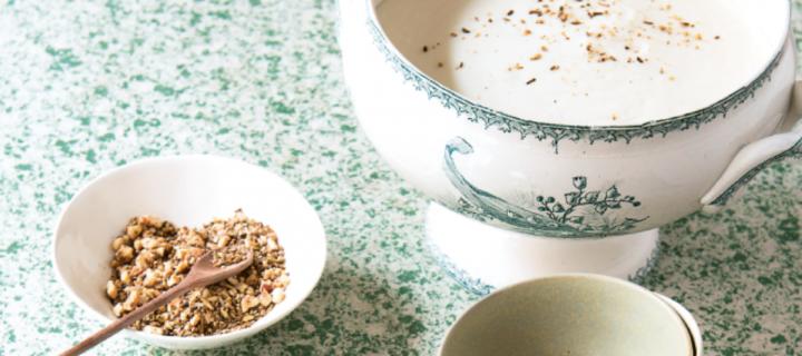 [Recette de cuisine] Crème de chou-fleur au lait de coco, œuf mollet et dukkah