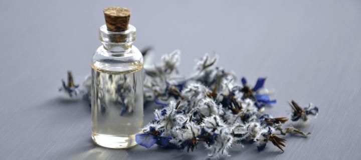 Les huiles essentielles, une médecine douce adaptée aux enfants